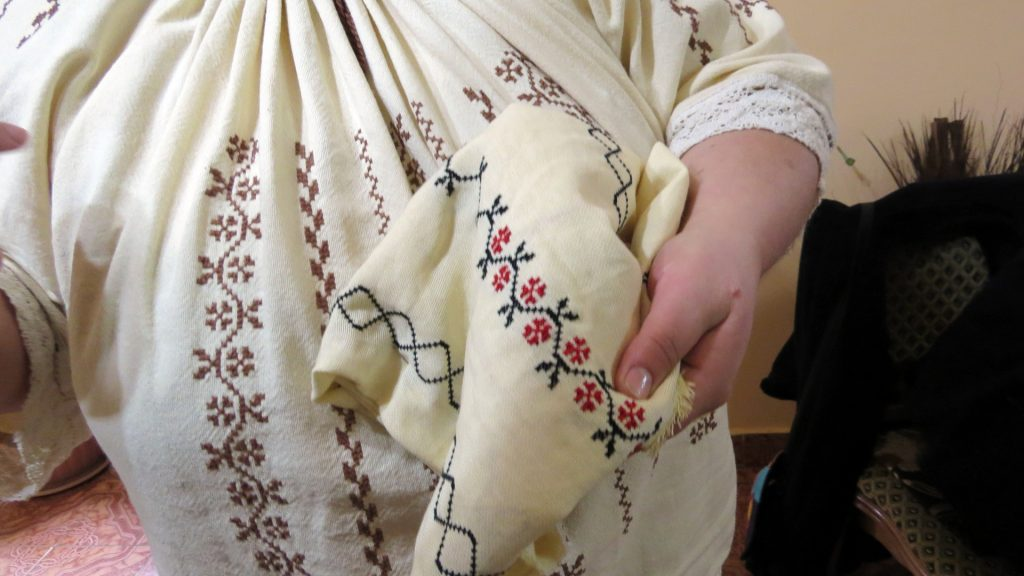 broderii-traditionale-tesute-1920x1080